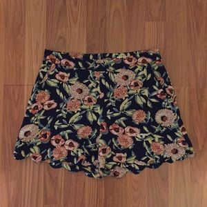 June And Hudson Floral Scalloped Shorts